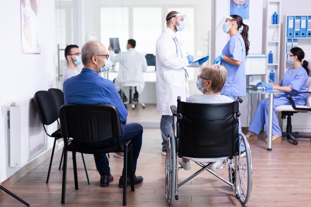 Hospicjum stacjonarne czy hospicjum domowe? Co wybrać?