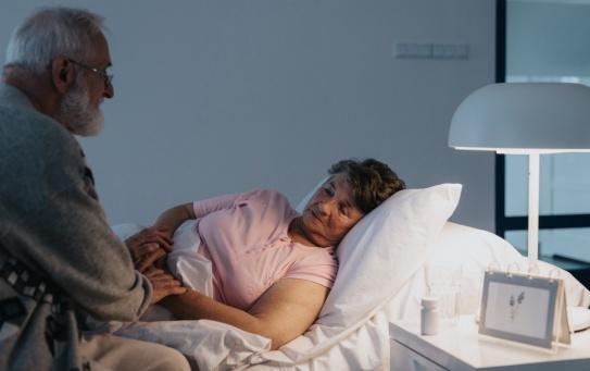 Domowa opieka paliatywna. Gdzie uzyskać skierowanie do hospicjum domowego?